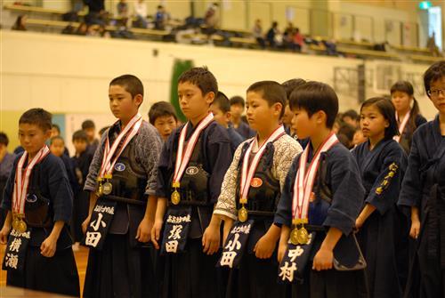 小学校低学年男子団体優勝